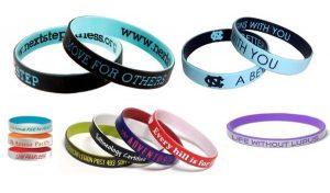I bracciali in silicone by Live Onlus di Athena Promotion al polso di Buffon